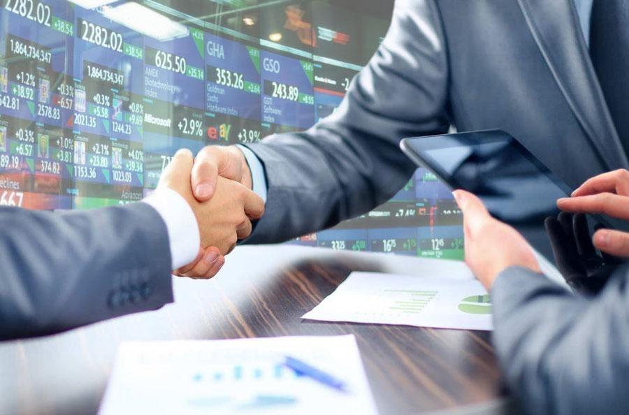 Điều kiện này để bảo vệ quyền và lợi ích hợp pháp của những chủ thể đầu tư kinh doanh khác