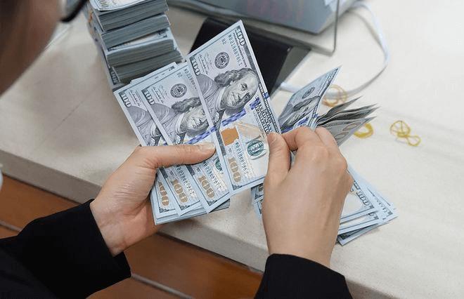 Tỷ giá mua bán đồng đô la tại các ngân hàng