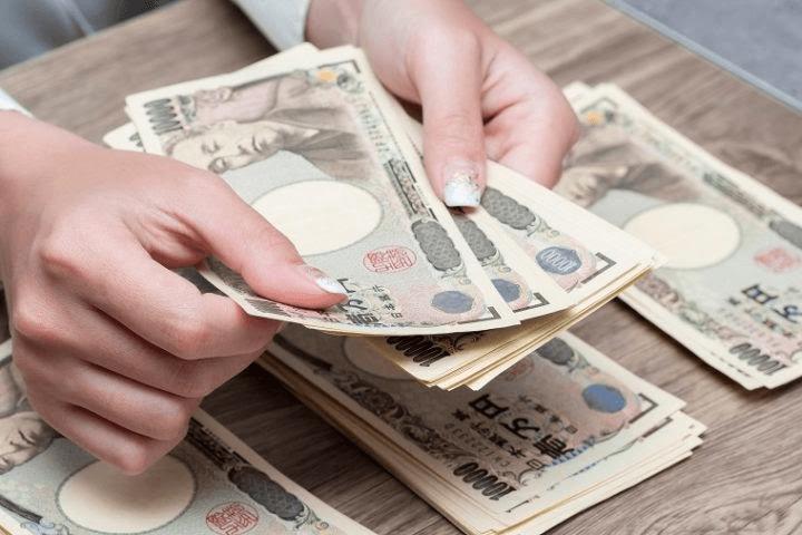 Tiền Yên Nhật bao gồm tiền kim loại và tiền giấy